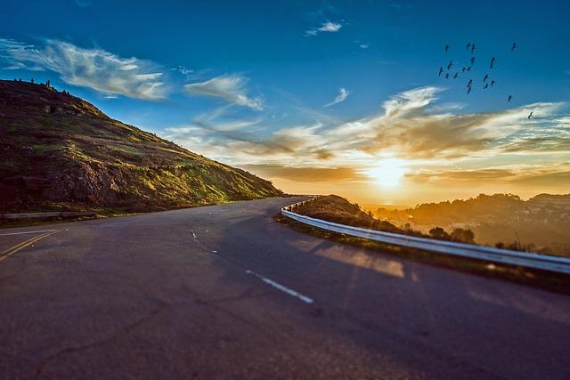 mountain-road-1556177_640